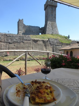 Agriturismo Esperia: An excellent meal at the foot of Radicofani castle