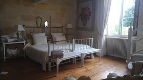 Fronsac, France : chambre blanche
