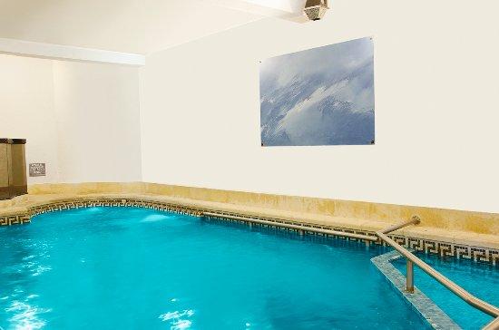 Hotel col n piri polis uruguay opiniones y for Precio piscina climatizada