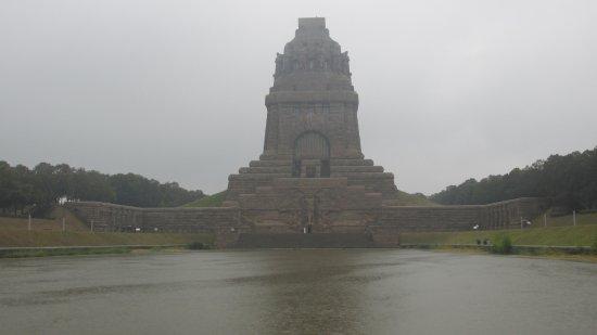 Volkerschlachtdenkmal: sogar bei schlechtem Wetter beeindruckend