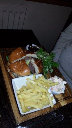 Stowmarket, UK: Beef Burger, lush chips