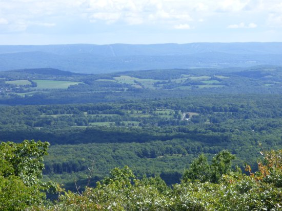 Sussex, Нью-Джерси: View of Hudson valley from base of High Point Monument.