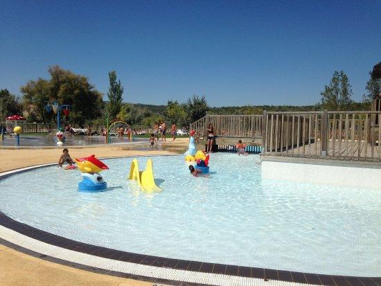 Pataugeoire photo de camping camp ole la c te des roses for Camping narbonne plage avec piscine