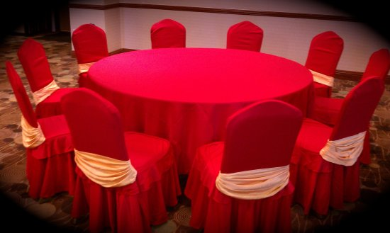 Prospect Heights, IL: Table with Red & Red Decoration