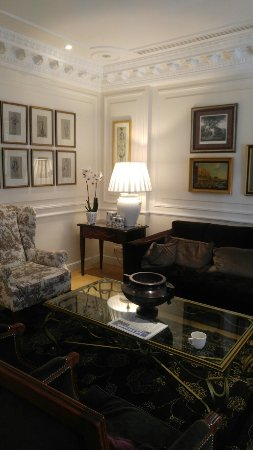 Hotel Francois 1er: 20160913_131402_large.jpg