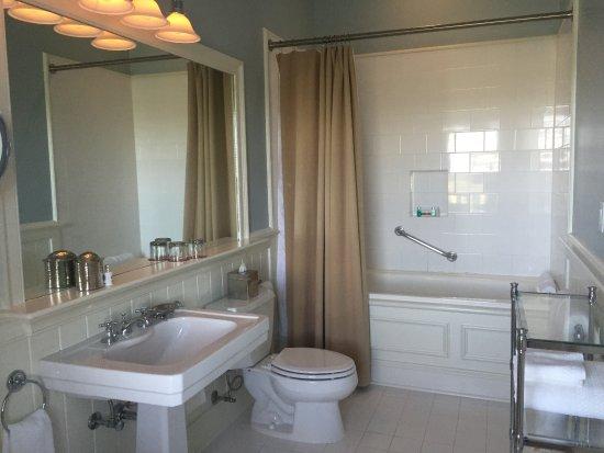 Keswick Hall: Wonderful Bathroom
