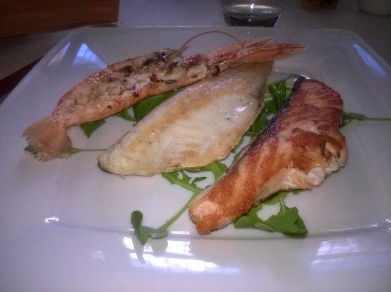 Dese, Italia: Filetto di branzino Scampo e Salmone ai ferri