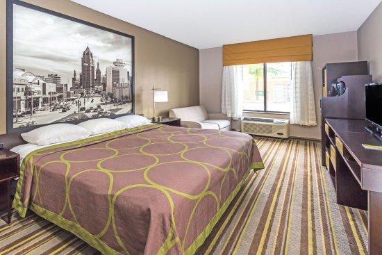 Delavan, WI: King Bed