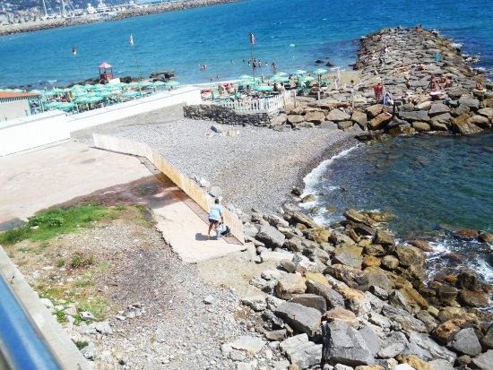 Hotel Corallo : A Destra Spiaggia dei cani, a Sinistra Spiaggia Privata