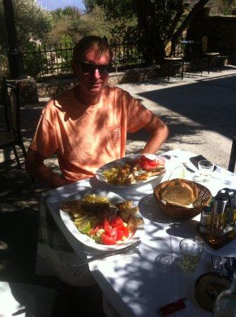 Paradeisos Taverna : Enjoying one of many lunches.