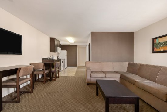 Kamloops Travelodge Mountview: 2 Bedroom Suite