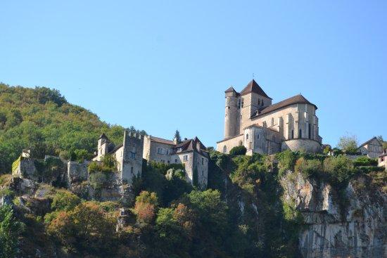 Bouzies, Frankrike: St Cirq Lapopie vue du bateau