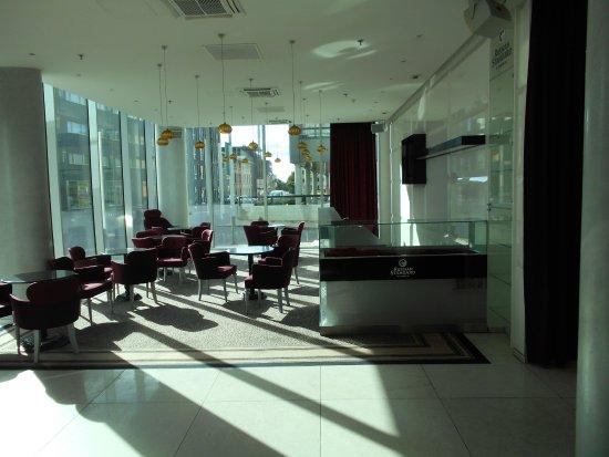 Отель Meriton Grand Conference & Spa Hotel: Hotellobbyn.