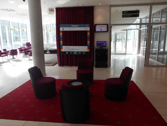 Отель Meriton Grand Conference & Spa Hotel: Del av hotellobbyn.