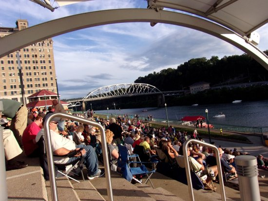 Haddad Riverfront Park: The crowd has arrived