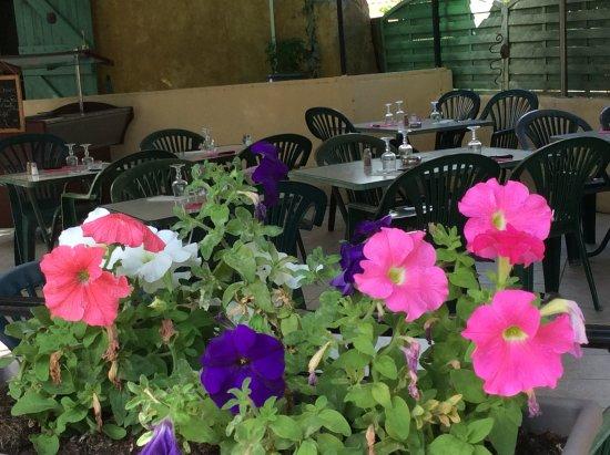 Peypin, ฝรั่งเศส: Notre terrasse ombragée