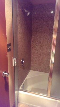 วอร์มสปริงส์, ออริกอน: Tiny gross shower