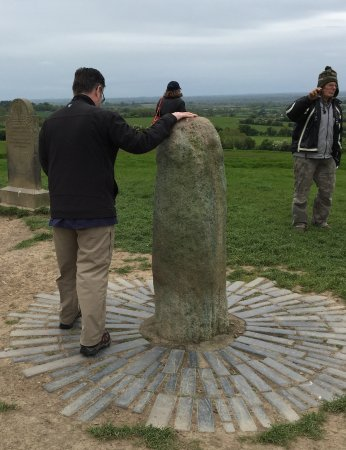 County Meath, Irland: Guy in the hat mentioned the ritual of walking around it in circles a few times