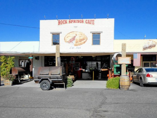 Black Canyon City, AZ: A BBQ smoker out front is always a good sign