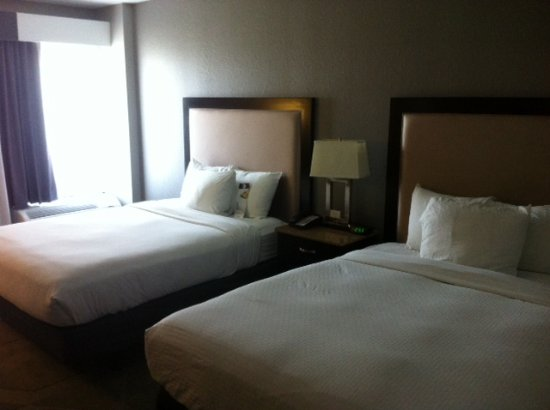 DoubleTree by Hilton Hotel Austin - University Area: Comfy Beds