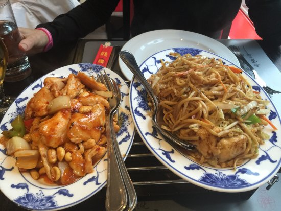 Nyon, Suisse : Awesome Kun Pao Chicken and Chicken with Noodles