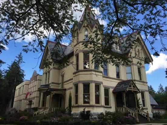 Tillsonburg, Canada: Annandale house.