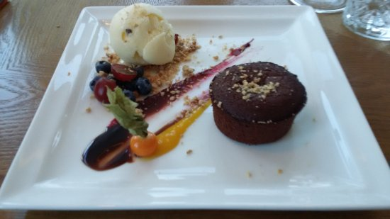 Siglufjordur, Islândia: Warm chocolate cake
