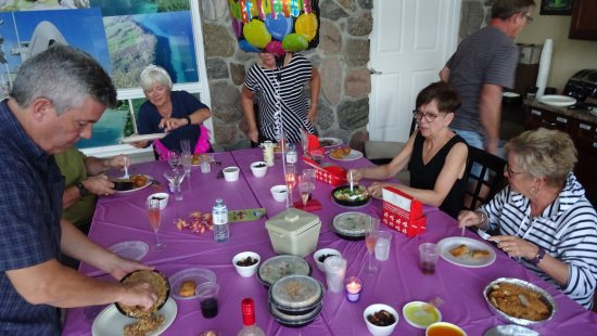 Wiarton, Канада: Celebration dinner in the breakfast room