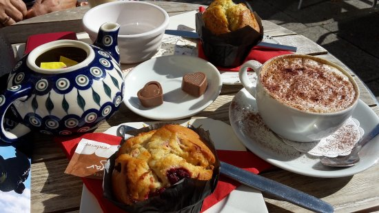 Charlottes Chocolates: Nice spot for coffee and cakes
