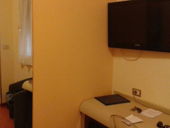 Hotel Centrale Byron: 2 TV
