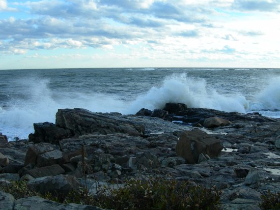 Biddeford Pool, ME: You will love it when the surf is up!