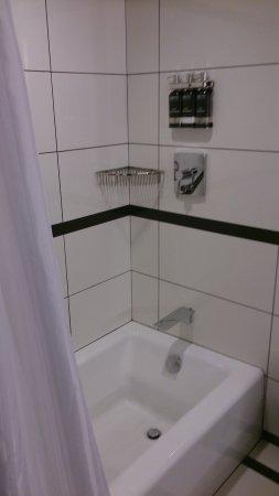 Park Central Hotel New York: Bañera de fácil acceso