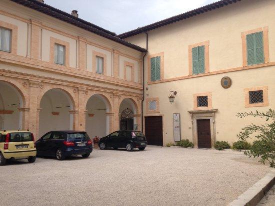 Museo Diocesano e Basilica di Sant'Eufemia : Cortile palazzo vescovile