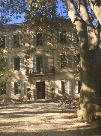 Le Chateau des Alpilles: Front of hotel