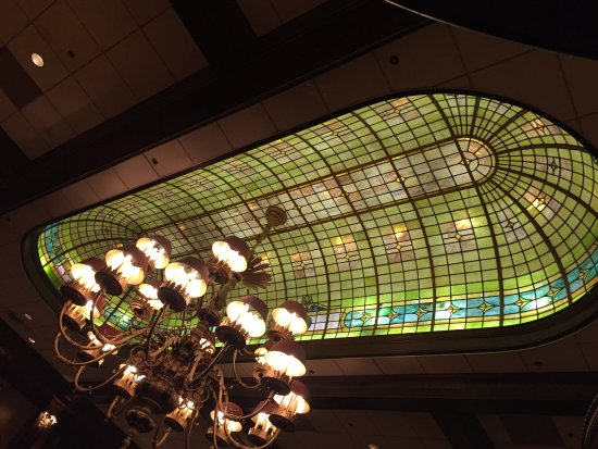 Rod's Steak & Seafood Grille: Ceiling