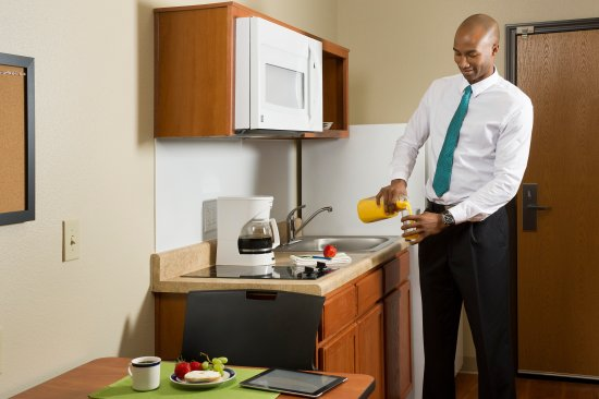 WoodSpring Suites Daphne : Bring Your Own Dishes and Ingredients for Meals