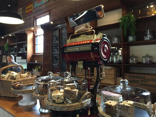 Burrawang, Australien: scones, date slice perfect with tea and coffee