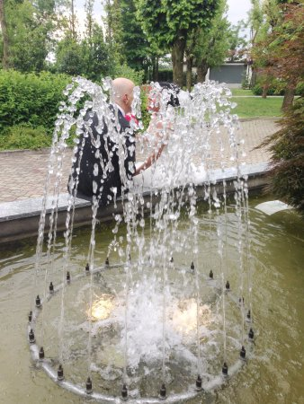 Ossona, อิตาลี: fontana esterna