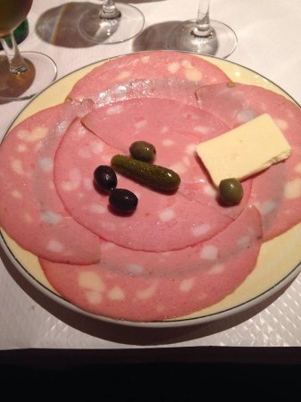 Ivry-sur-Seine, ฝรั่งเศส: The Mortadelle served with gherkins, olives and butter (That large yellow slab)