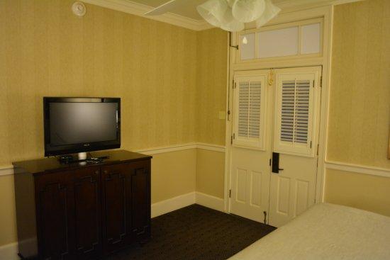 Hotel Provincial: Door to the courtyard