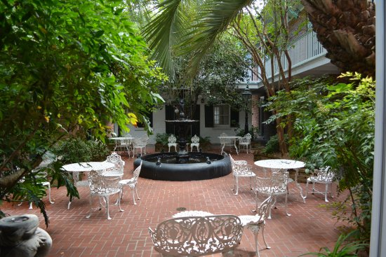 Hotel Provincial: Courtyard