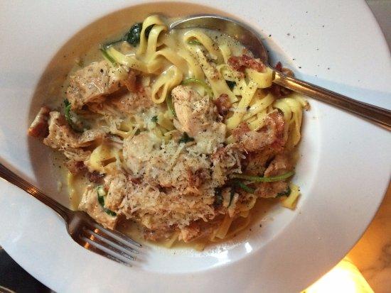 Chatham, Nova York: Chicken Gorgonzola - it has bacon in it!