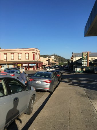 Mariposa, Kaliforniya: Outside and Downtown