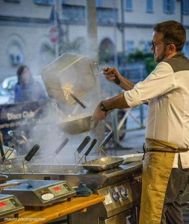 Saluzzo, Italia: Ravioles Street food