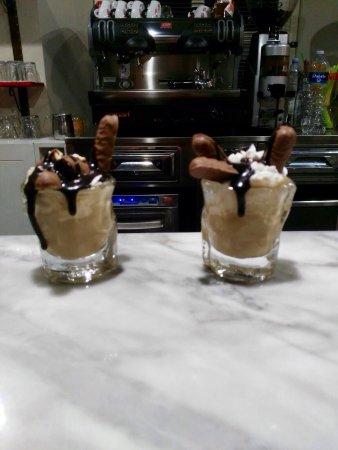 Villafranca in Lunigiana, Italy: Costata di manzo ai ferri Hamburgher di manzo Dolci vari e irish coffee rivisitati