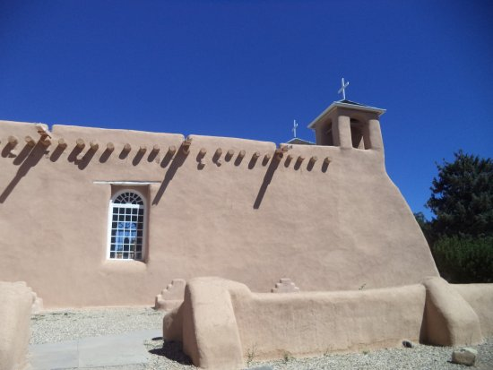 Ranchos De Taos, NM: Great adobe structure