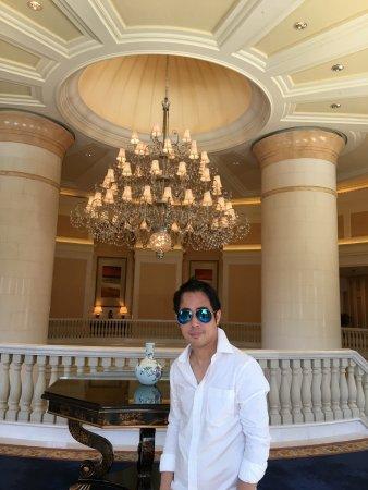 Four Seasons Hotel Macau, Cotai Strip: 澳門四季酒店,漂亮的大堂,典雅的噴泉和小巧的泳池!