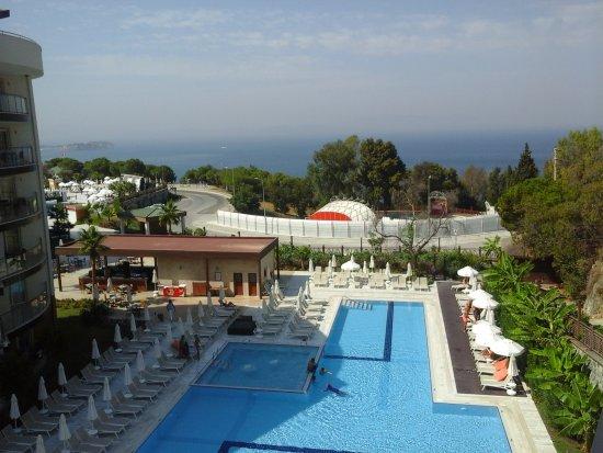 ramada resort kusadasi golf relaks havuz