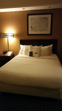 SpringHill Suites Savannah I-95 South: Room 203 - very comfortable beds