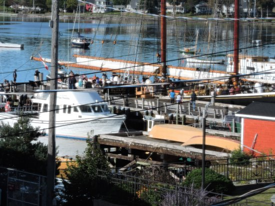 Spinnaker Inn: watching the Blue nose leave from the dock area